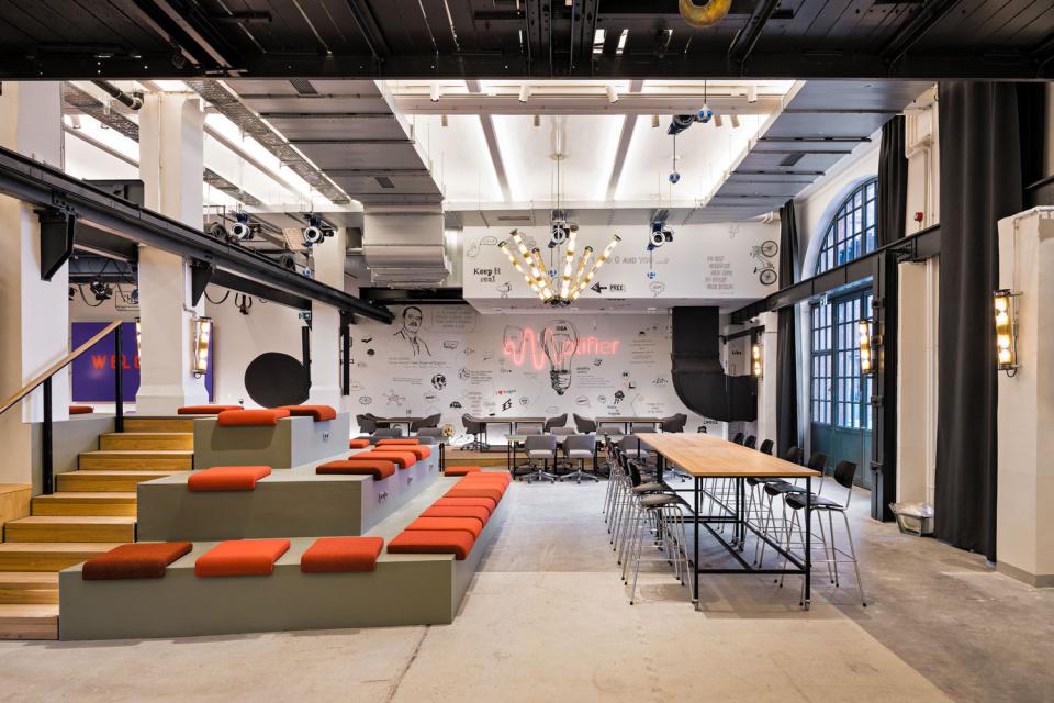 In Berlin eröffnen wir den Amplifier - Ein Event- und Coworking-Space für die deutsche Digital-Szene.
